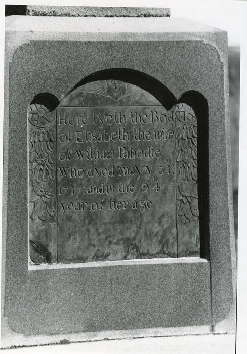 Headstone of Elisabeth (Mullens) Pabodie, Little Compton