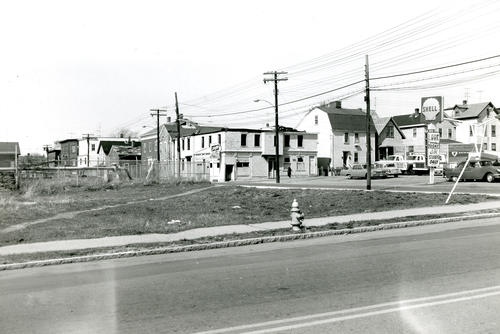 Thames Street and Lee Ave. from Wellington Ave