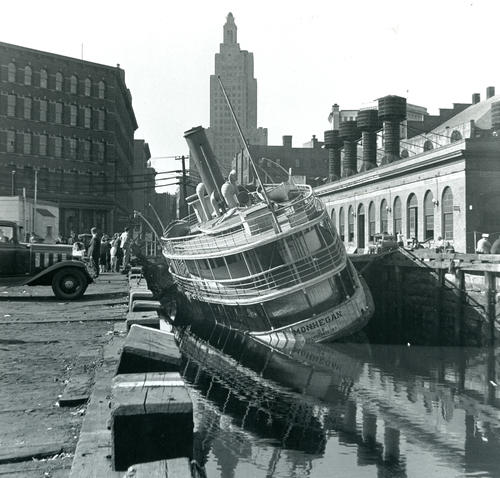 SS Monhegan wrecked at Providence dock