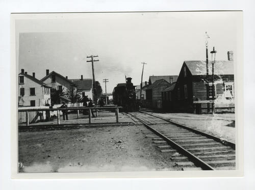 Railroad crossing, Newport