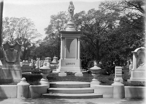 Grave of Gov. Lippitt
